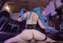 Hot Jinx Cosplay uses Super Mega d. Cumshot
